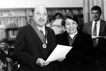 Matrimonio de Julio Martínez con Norma González fue clandestino. Martínez siguió viviendo con su madre por 10 años, hasta que ella falleció