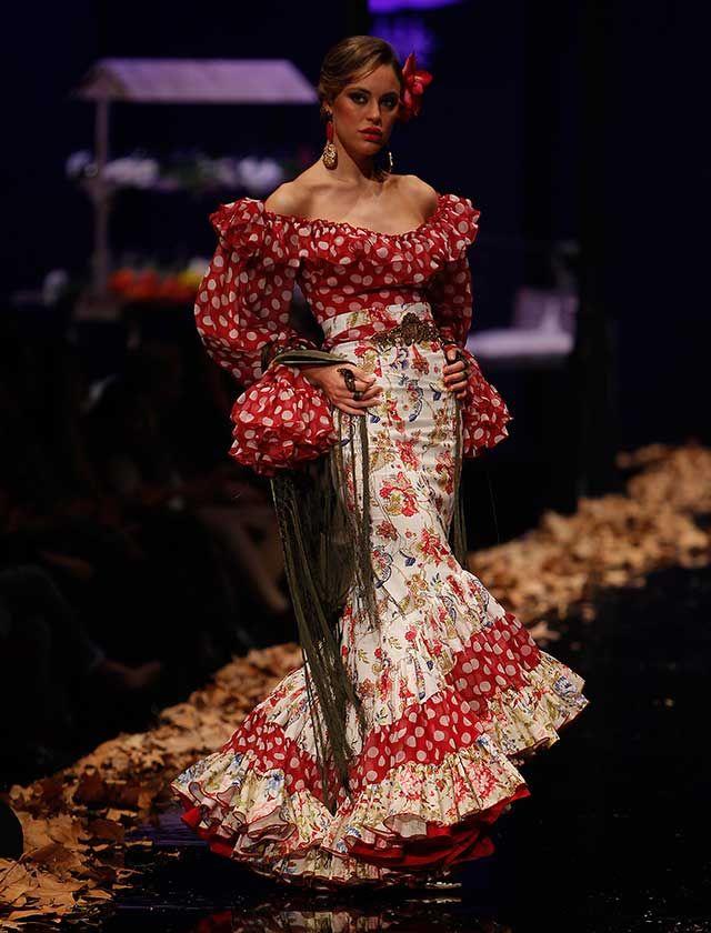 Con la colección «Madame», la diseñadora gaditana pretende viajar hasta el Paris del XIX y principios del siglo XX. (Foto Raúl Doblado)