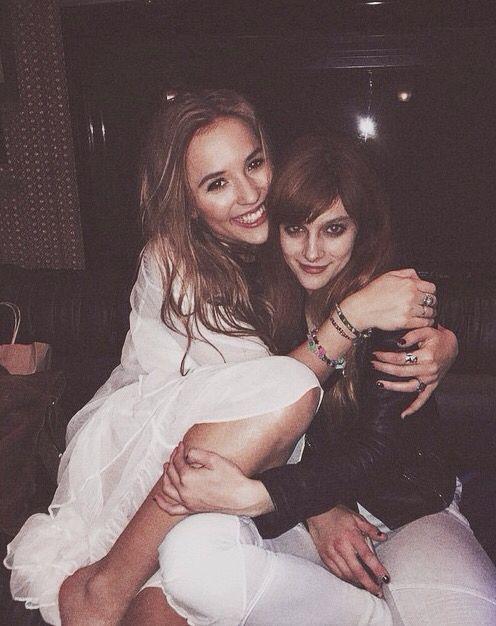 Cute friendship. | Lennon Stella and Aubrey Peeples | Nashville TV show