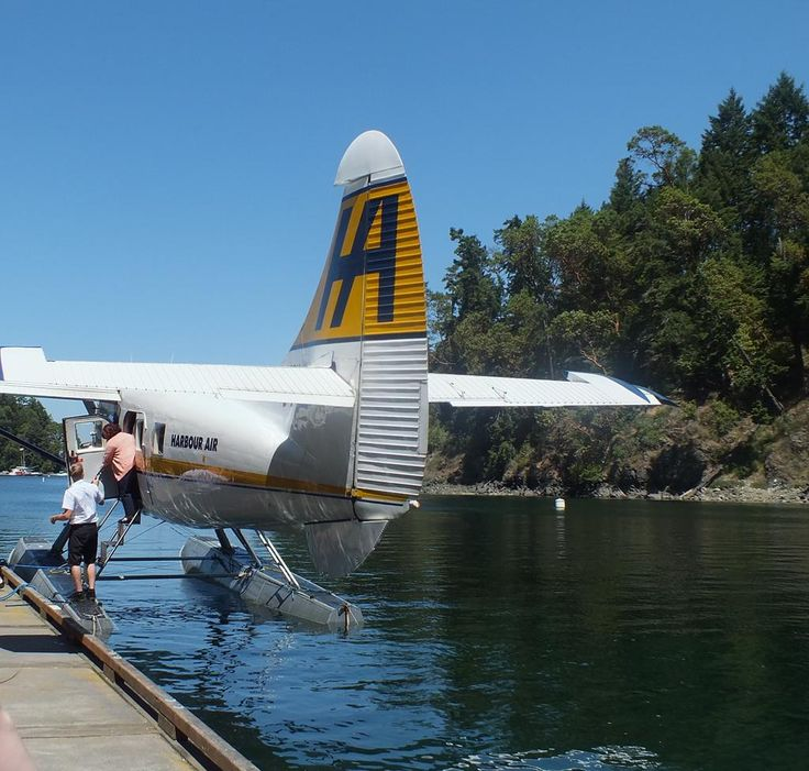 Arriving at The Butchart Gardens by float plane! #butchartgardens #explorevictoria #gardens #PNW