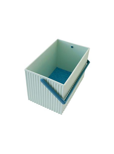 Omnioffre japanske plastkasse, str. M, fra Hachiman - Lækker japansk plastkasse fra Haciman.  Brug den til opbevaring af fx legetøj, badeværelses-ting, madvarer og strikketøj.  Findes i 3 størrelser : S, M og L  Alle størrelser kan stables ovenpå hinanden.  Findes i 4 farver : Hvid. sort, lyseblå og lyserød.