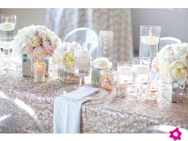 Mesas de casamento com toalhas de lantejoulas