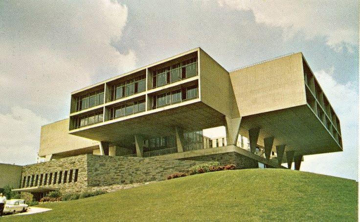 1957 Milwaukee County War Memorial | Architect: Eero Saarinen | Lake Michigan, Milwaukee, WI