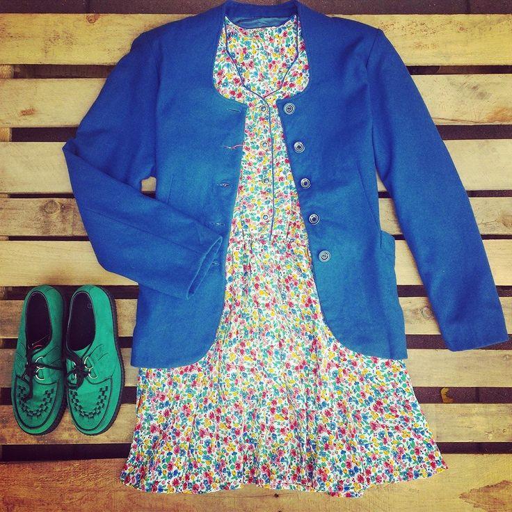 Giacca blu Berlin con bottoni con spirali bianche e blu 38 euro, abito a fiori Berlin 40 euro, scarpe creepers verde 40 euro!   #woodstockzambon   #vintage   #paris   #berlin