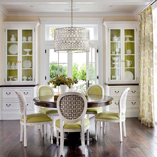 Green And White With A Little Bit Of Brown Make For Crisp Color Interplay In This Pretty Elegant Dining Room Neutral Backdrop Bright On