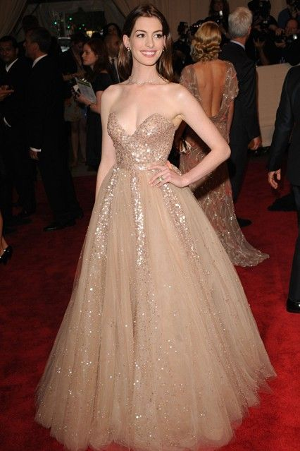 Anne Hathaway in a Valentino pre-autumn/winter 2010-11 fairytale gown at the 2010 Costume Institute Gala.