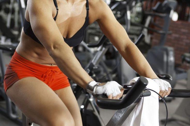 Rutina diaria de ejercicios para mujeres. Ejercitarte diariamente ofrece beneficios significativos, entre los que se encuentran: disminución de los niveles de grasa y de estrés, definición muscular, mayor densidad ósea y mejor salud en general. Sin embargo, es importante variar el tipo de ejercicio ...