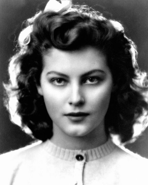 Ava Gardner at 13 years old in 1935. I've never seen a 13 year old look like this…