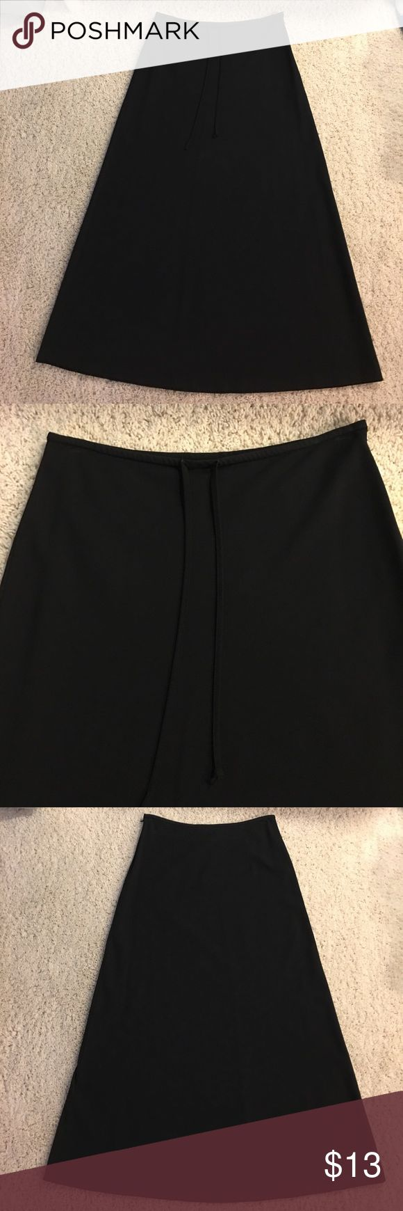 """👩🏼Old Navy Maxi Skirt. Size 1. ▫️49% Rayon, 48% Polyester, 3% Lycra Spandex ▫️Approximate measurements: Waist laying flat is 14"""". Length is 35"""". ▫️Excellent condition. Old Navy Skirts Maxi"""