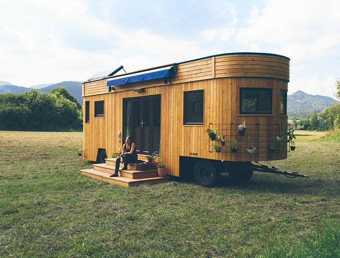 wohnwagen f r selbstversorger autark in der natur mikrohaus design kleines haus auf r dern. Black Bedroom Furniture Sets. Home Design Ideas