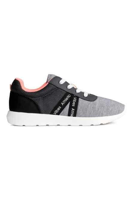 Pantofi din plasă și jerseu