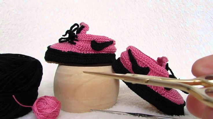 Video scarpette realizzate a uncinetto in stile Nike, per informazioni >> https://www.youtube.com/watch?v=0jQ48LrksCM Video booties made crochet style Nike, for information >> https://www.youtube.com/watch?v=0jQ48LrksCM
