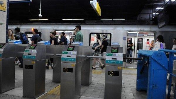 Paro de transporte: cómo funcionan los subtes, los colectivos y los trenes https://www.clarin.com/ciudades/paro-transporte-funcionan-subtes-colectivos-trenes_0_Hk14OHSMG.html