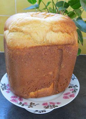 c'est une recette donnée par Martine sur au féminin il y a au moins 10 ans et c'est la première brioche que j'avais réalisée avec ma machine à pain il y a 10ans