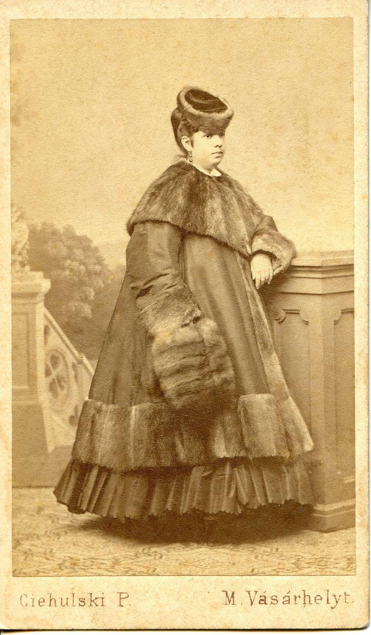 https://flic.kr/p/oEK1iP   Lady in a winter gown   CDV, 1869. The portrayed: Carolina Orbonas (Orbonás Károlina) (1840-1894) Photographer: Ciehulski Péter Marosvásárhely,  Hungary/Transylvania (now Tirgu Mures, Romania)