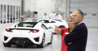 http://ift.tt/2lHxndW http://ift.tt/2lHzw9t  TORRANCE California Febrero de 2017 /PRNewswire-/ - Acura anunció hoy el lanzamiento de Experiencia Privilegiada del NSX (NSX Insider Experience) un programa personalizado concebido para que los propietarios1 del NSX vivan el proceso de fabricación de su superauto hecho a la medida. El programa les ofrece a los propietarios una gira personalizada y seleccionada de instalaciones clave de Acura en todo Ohio entre ellas el Centro de Fabricación de…