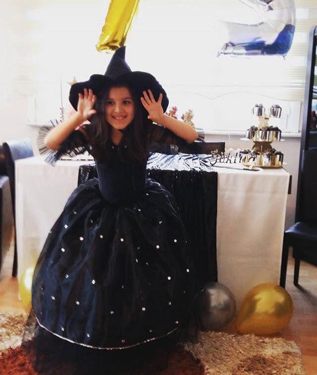 Güzel Dila'mız, 7. yaşını kutladığı doğumgünü partisinde cadı kostümü ile çok tatlı gözüküyor..☺️ #tbt #costumeparty #costume #kostum #doğumgünü #funkidkostüm #23nisan #yılsonugösterisi