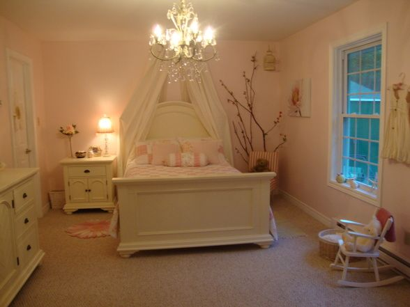 Love the pale pink / shabby chic little girls rooms