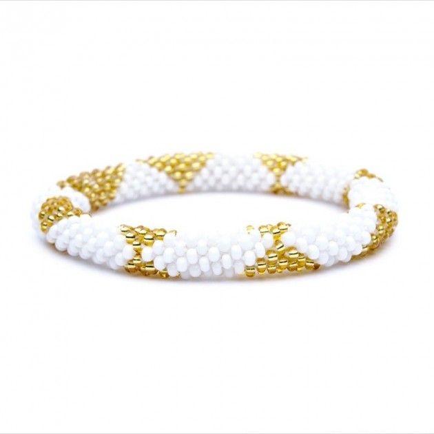 Sashka Armbånd - Hvit / Gull | Eksklusive Klær, Smykker, Vesker og Interiør Design
