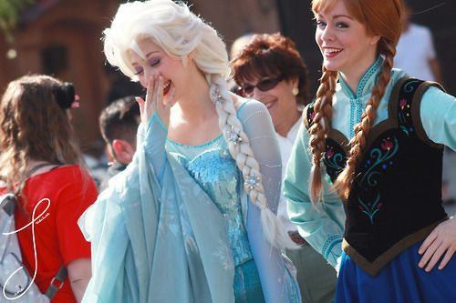 i dont like how elsa´s hair is there