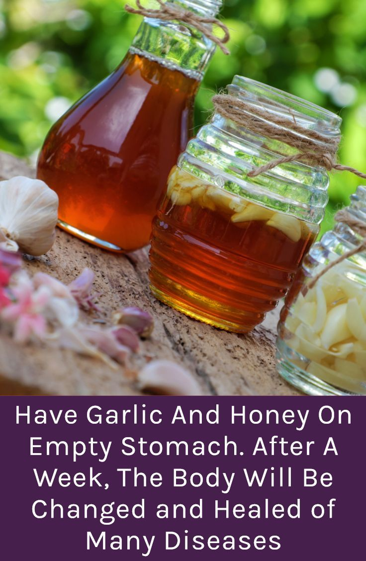 This superfood prevents and treats heart attacks, heart issues, atherosclerosis, and reduces blood pressure and bad cholesterol levels. Moreover, it successfully treats common colds, flu, diarrhea, bug bites, hay fever, and fungi. #garlic  #honey