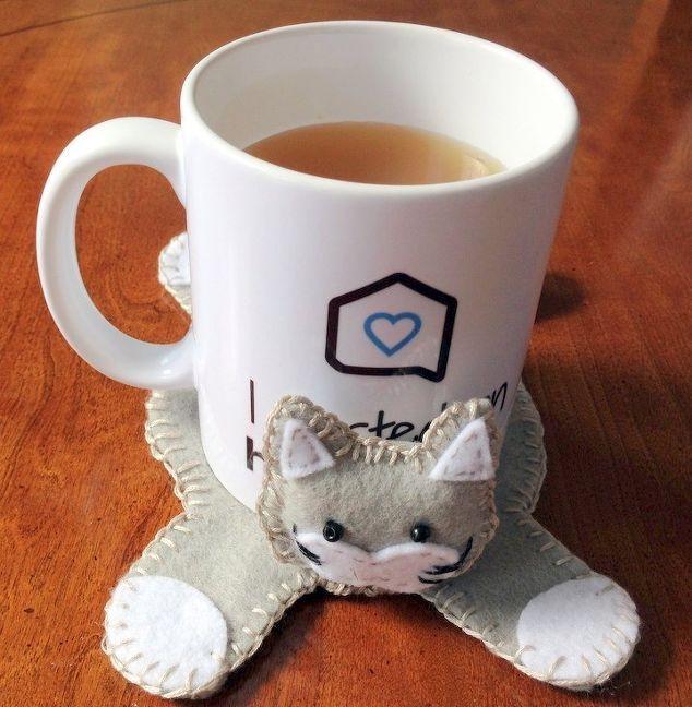 Adorable DIY cat hug-mug coaster.