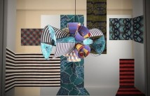 Le lampade Totem della stilista italo-haitiana Stella Jean al Salone Internazionale del Mobile. Saranno poi acquistabili in concept store e gallerie d'arte.