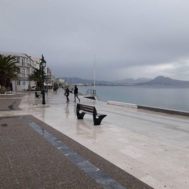 Βολτα στη βροχη!! Τωρα στην παραλια Λουτρακιου !!!