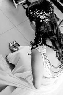 Tocado de novia en tonos plateados ideal para aplicar de costado Diseño lualberdi