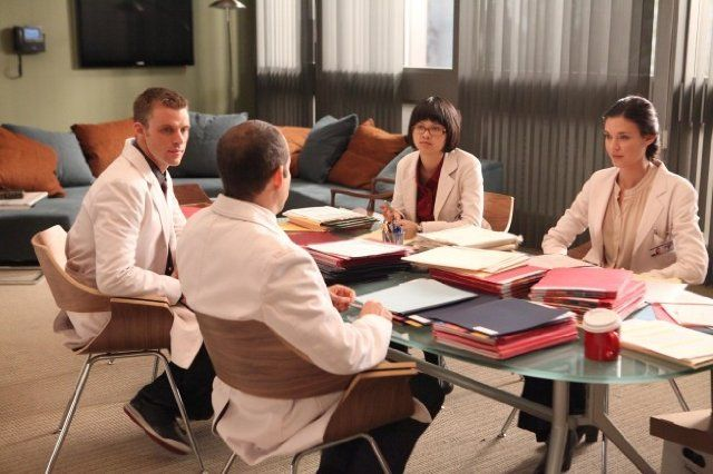 Still of Peter Jacobson, Jesse Spencer, Odette Annable and Charlyne Yi in House M.D. (2004)