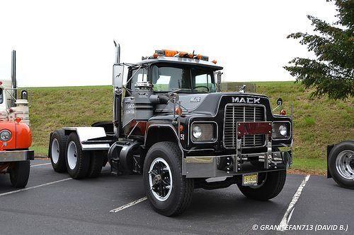 Pin by Max C on Trucks #14   Mack trucks, Trucks, Old mack ...