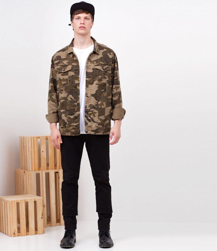 Jaqueta masculina  Manga longa  Camuflada  Marca: Blue Steel  Tecido: sarja  Composição: 100% algodão  Modelo veste tamanho: M     COLEÇÃO VERÃO 2018     Veja outras opções de    jaquetas masculinas.