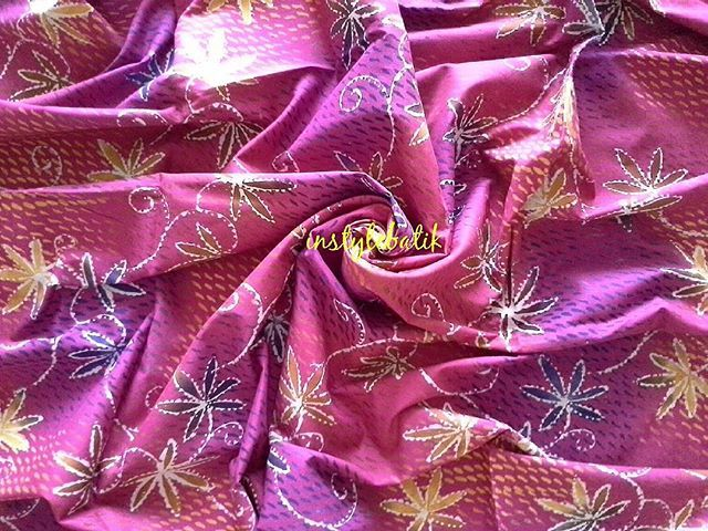 Batik Tulis Motif Panca Warna 200 x 110 cm 85.000  Sold  Contact order : Wa : +6285101204775 Line : instylebatik  #batik #batikindonesia #batikmurah #batiksolo #batikcantik #batikcap #batikjogja #batiksarimbit #batikkantor #batikwanita #batiktasik #batikencim #batiksongket #songket #batiktrendy #batikcollection #batikellegant #caribatik #kainbatikindonesia #batiktulislasem #kainbatikpekalongan #kainbatiktulis #ootd #outfitoftheday #toptags #lookoftheday #instastyle #todaysoutfit