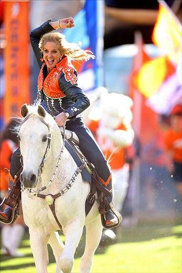 thunder broncos mascot | Denver Broncos mascot Thunder entering the field before the first half ...