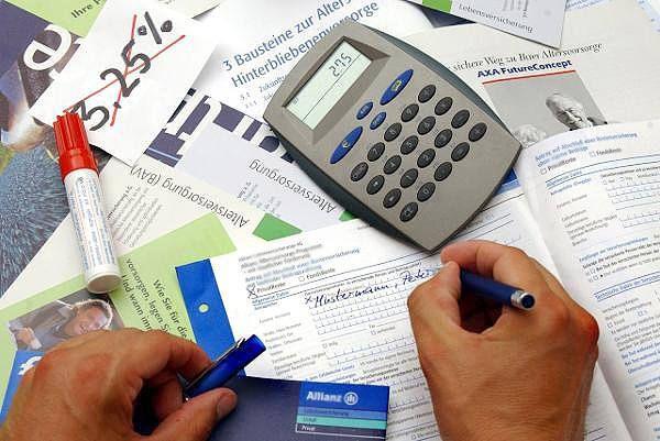 Rürup-Rente: Steuern ins Alter verschieben http://www.focus.de/finanzen/altersvorsorge/tid-8162/ruerup-rente_aid_227582.html Riester-Policen im Vergleich riester-renten-vergleich.focus.de/TarifRenteRiester