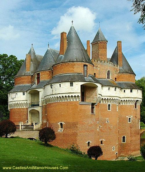 Château de Rambures, Rambures, Somme, France..... http://www.castlesandmanorhouses.com/photos.htm ..... The château was constructed in the the 15th century in the style of a late medieval military fortress. It was one of the first castles in Europe to be constructed almost exclusively in bricks.