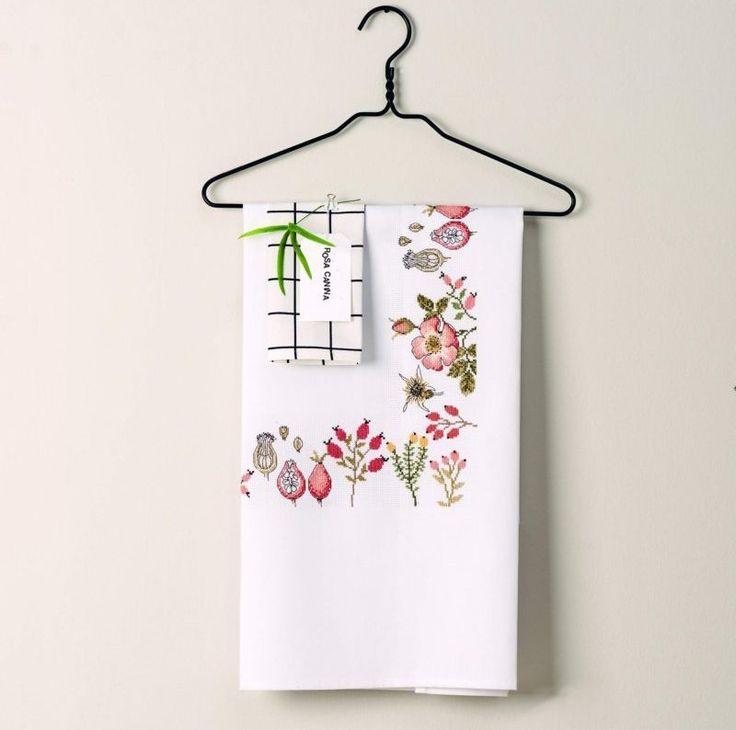 Prachtig tafelkleed met geborduurde roosmotieven.   Dit project vind je terug op www.hobbyhandig.nl  #hobbyhandig #borduren #rozen #floral