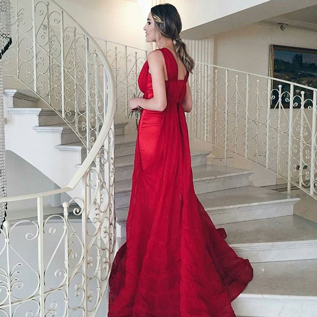 #repost from @ioanachisiu -  Feeling like a greek goddess in this red gown and this golden headpiece from @katerinimou   #StadaBoutique  #fashionista #fashionblogger #reddress #GeorgianaStavrositu