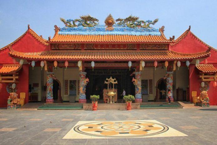 Vihara Avalokitesvara merupakan wujud nyata dari sikap menghargai keyakinan yang berbeda. Pendirian bangunan ini diprakarsai oleh Sunan Gunung Jati, anggota Wali Songo dan seorang penyebar agama Islam ternama. Keberadaannya menjadi tanda kuatnya nilai toleransi dan penerimaan terhadap keberagaman dalam masyarakat Banten.