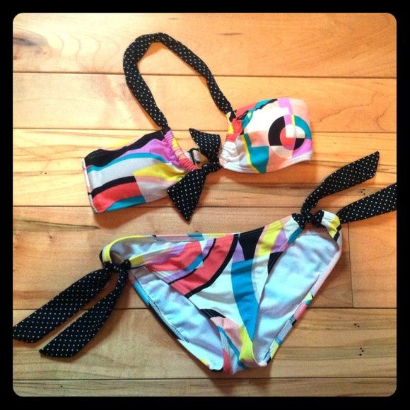 Roxy Bikini This colorful bikini by Roxy is a must-have for summer!! Bandeau top with front tie & back hook. Bottoms tie at sides. Roxy Swim Bikinis