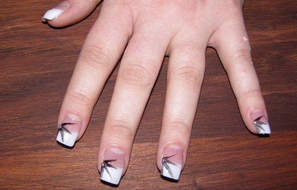 Diseños de uñas con acrílico, diseño de uñas de acrílico con hojas.  Follow! #diseñatusuñas #decoratednails #uñasfinas