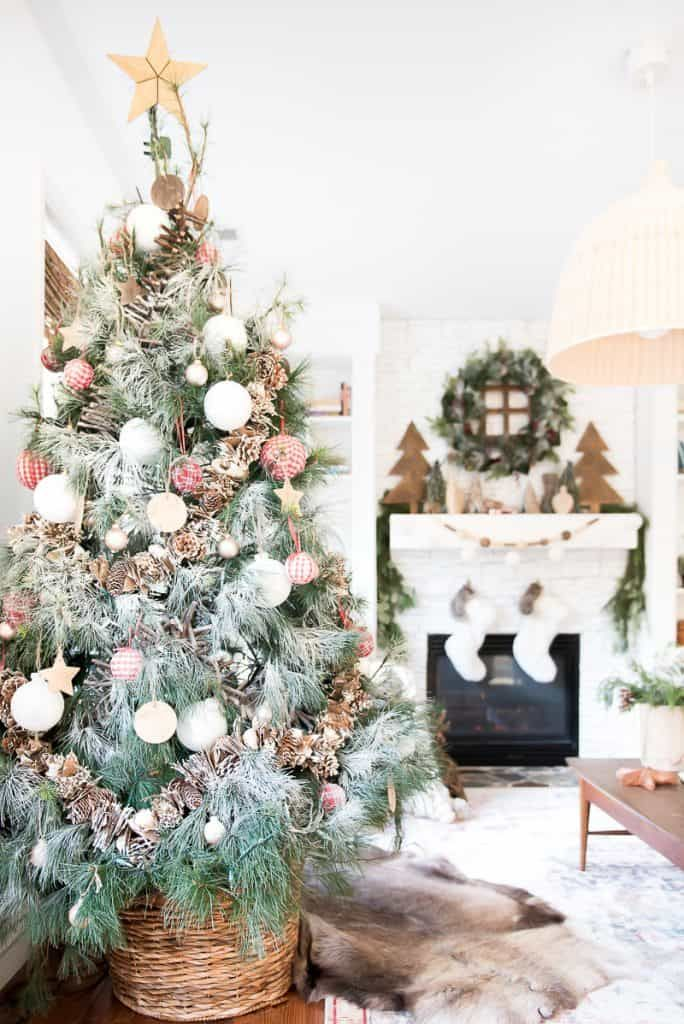 How to put Christmas tree in a basket? I show you the easy way
