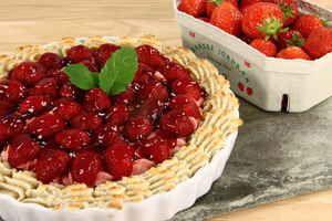 Jordbærtærte med jordbær-fromage og kransekagekant