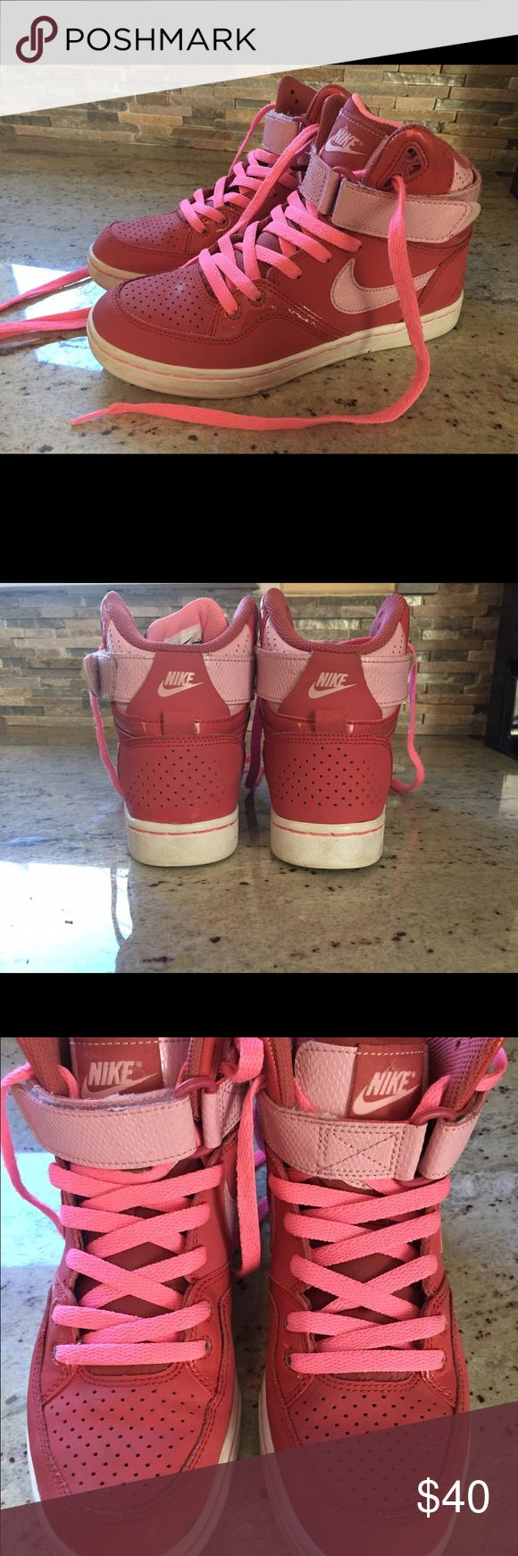 Nike sneakers - size 7 Excellent condition. Only worn a few times. Super cute! Nike Shoes Athletic Shoes