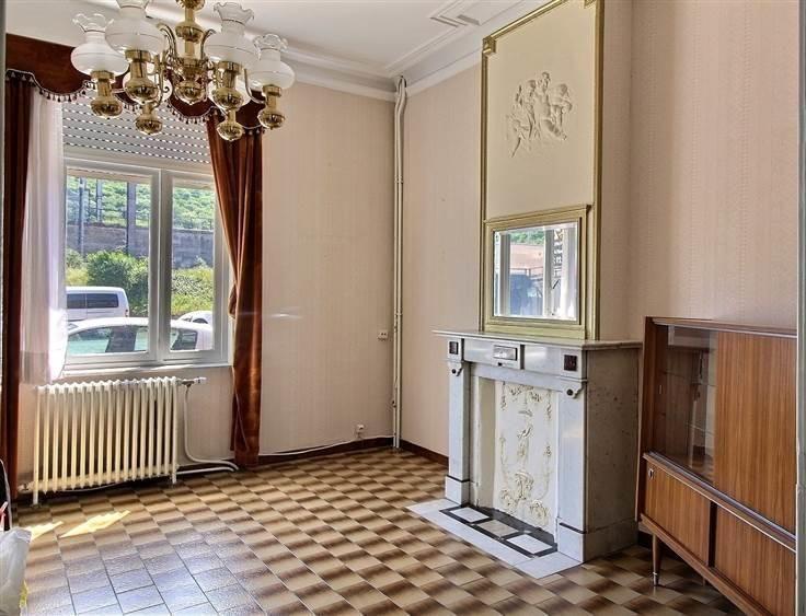 À vendre - Maison 5 chambre(s) à coucher  - surface habitable: 185 m2  - Angleur: Spacieuse maison proche de toutes commodités munie de 5 chambres, une salle de douche, séjour, cuisine, salle à manger ainsi que 3 toilettes.   1 douche(s) -  2 façade(s) -  3 toilet(tes) -  - salle a manger - surface living: 18 m2 - surface salle a manger: 17 m2 - surface terrasse: 16 m2