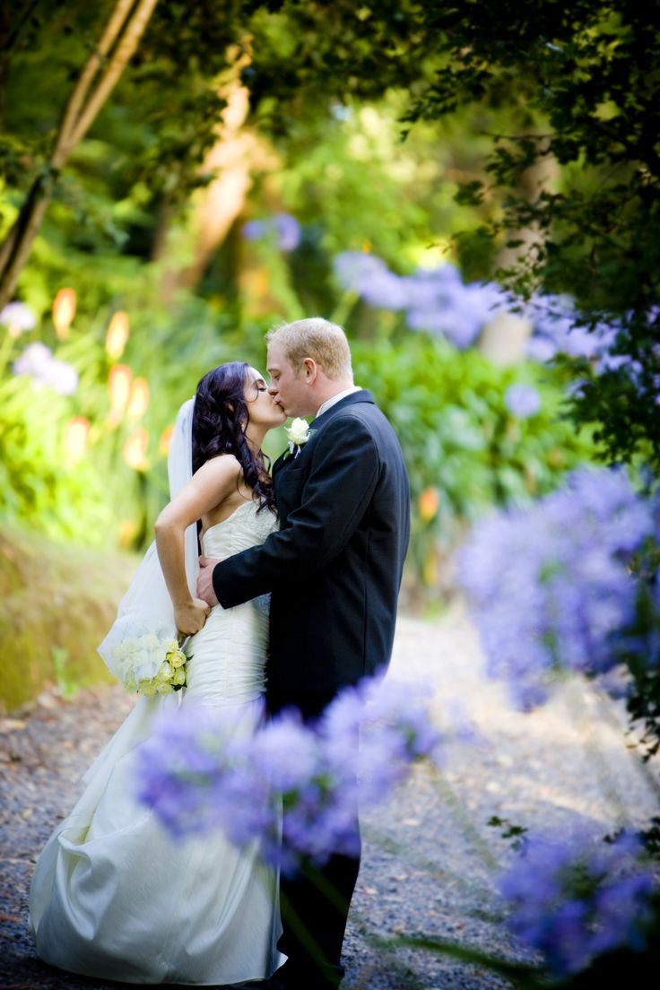 #chateauwyuna #wedding #bride #groom #mrandmrs #wedding reception #throughflowers #pruple #smooch #inlove