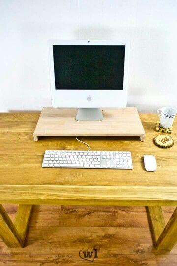 Hortimac Apple iMac stand in white finishing. --- Hortimac, stojak dla Apple iMac w białym wykończeniu.