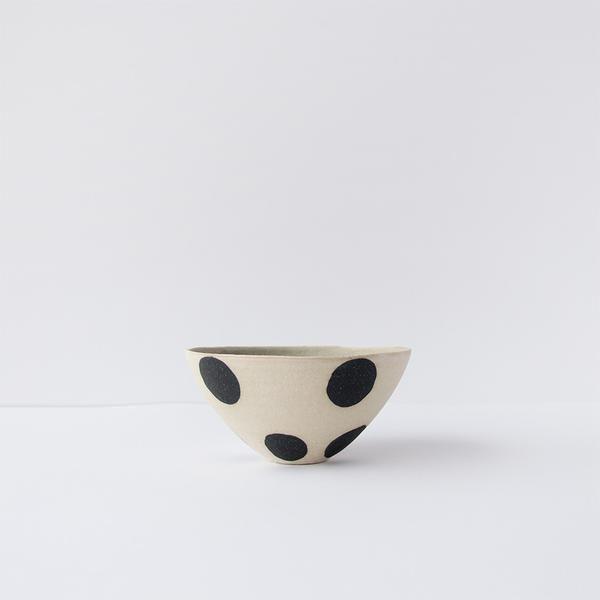 Bowl with black dots from Norwegian maker Henrik Rasmussen