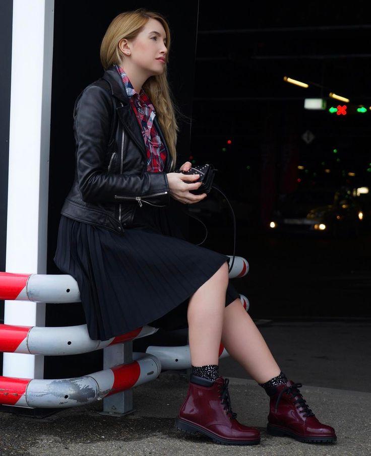 340 отметок «Нравится», 9 комментариев — Стилист. Имиджмейкер (@alexandra_gazinskaya) в Instagram: «С эти дождливые дни нет альтернативы резиновым ботинкам ☂️🌧»