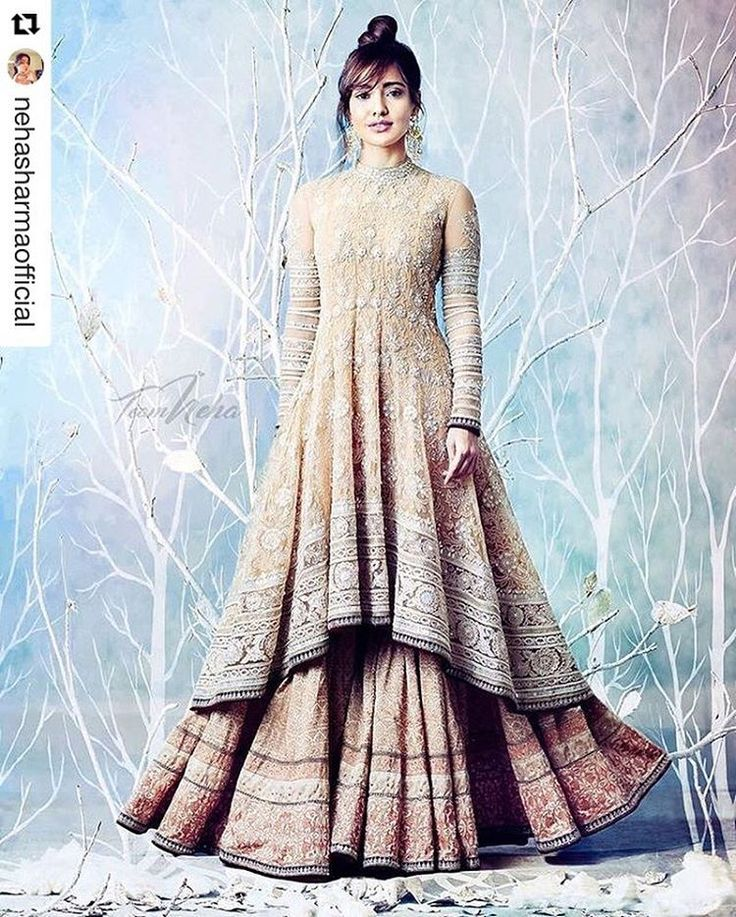 The official Instagram account of Tarun Tahiliani. Official Twitter: @tarun_tahiliani Official Facebook Page:  www.facebook.com/TarunTahiliani